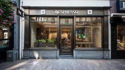 """'Dame met grijs haar' niet gediend van koffiebeleving bij Nespresso: """"Schending van mijn waardigheid"""""""