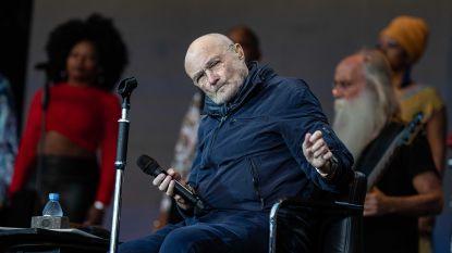 Het gaat niet goed met Phil Collins: zanger komt pijnlijk ten val tijdens concert nadat hij gespot werd in rolstoel