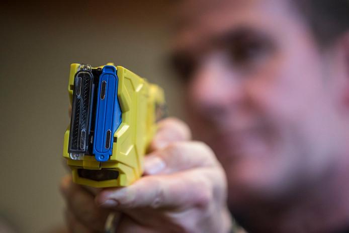 Het is nu nog tegen de regels van de proef met het stroomstootwapen  om deze in een verpleeghuis te gebruiken.