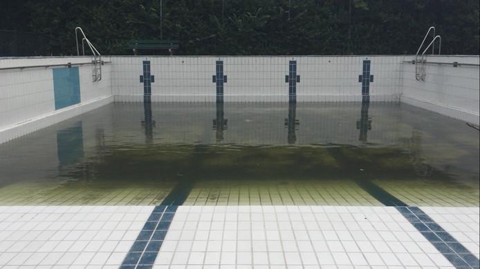 Het zwembad in Arnemuiden is dit jaar gesloten.