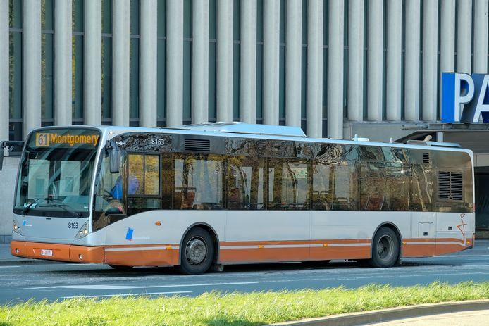 De MIVB zet extra pendelbussen in.