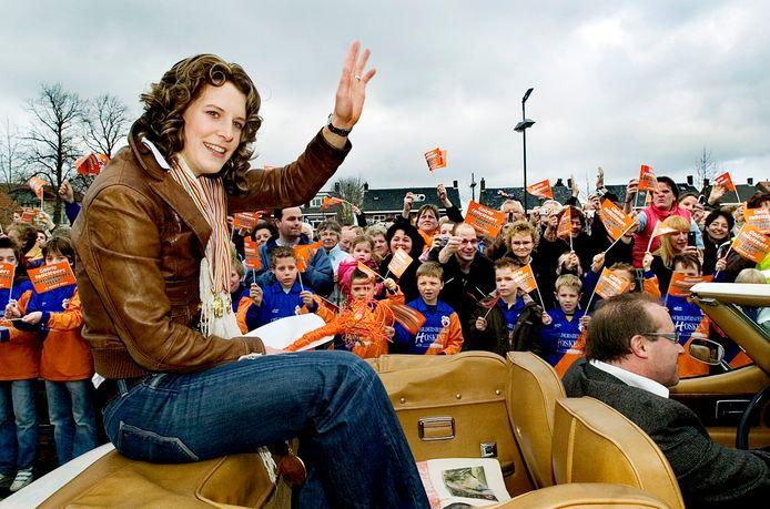 Ireen Wüst in 2007 tijdens een van haar huldigingen in Goirle.