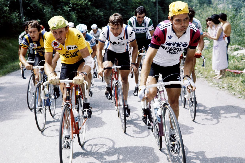 Joop Zoetemelk, hier links, in de Tour van 1980. Rechts van hem de puffende Bernard Hinault.