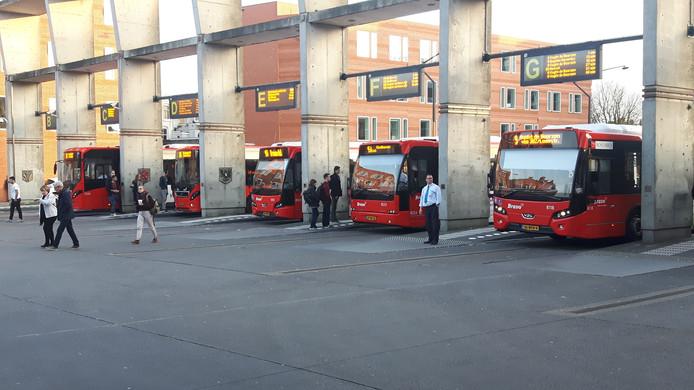 De bussen op het busstation in Den Bosch.