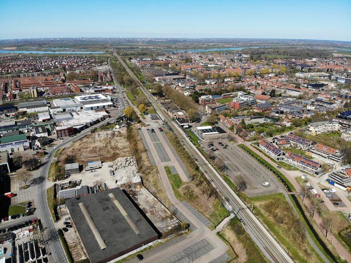 Het Culemborgs stationsgebied, met links van het spoor de zogenoemde Spoorzone, aan de andere kant het stationsgebouw.