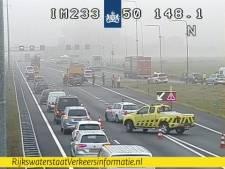 Veel vertraging door ongeluk op A50 en werkzaamheden IJsselbrug