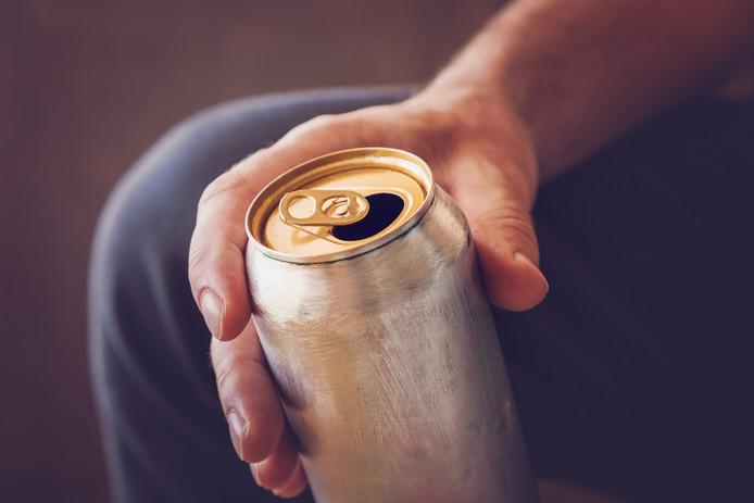 De man werd tot drie keer toe betrapt op het drinken van alcohol in het openbaar.