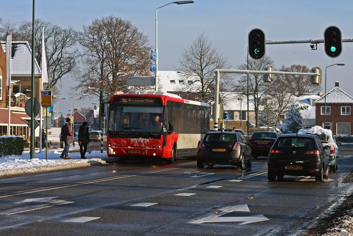 Op de lijnen 104 en 105 door de gemeente Woensdrecht laat vervoerder Arriva vanaf komende week in de ochtend- en middagspits om het half uur een bus rijden in plaats van om het uur.