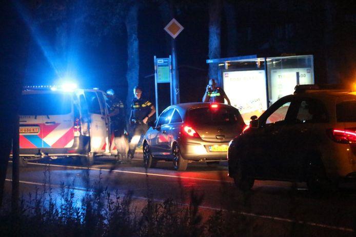 De aanhouding waarbij een vrouw uit een auto werd gehaald door de politie.