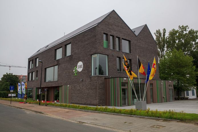 Knokke-Heist -- opening nieuwbouw van het Sint-Bernardusinstituut met Hilde Crevits