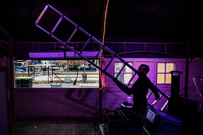 De ijsbaan op de Markt in Eindhoven wordt afgebroken.