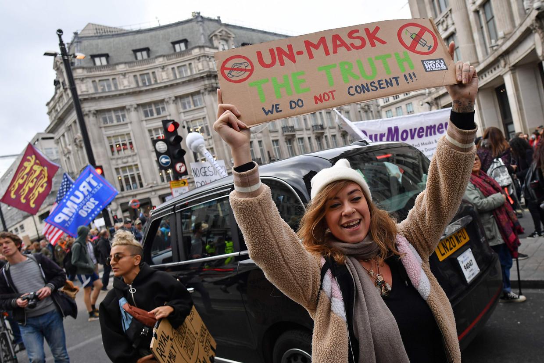 Demonstranten op Oxford Street in Londen demonstreren tegen de coronarestricties in het Verenigd Koninkrijk. Beeld AFP