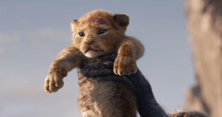 Dezelfde scène in 1994 en 2019: de pasgeboren Simba wordt aan de rest van de dierenwereld getoond in 'The Lion King'.