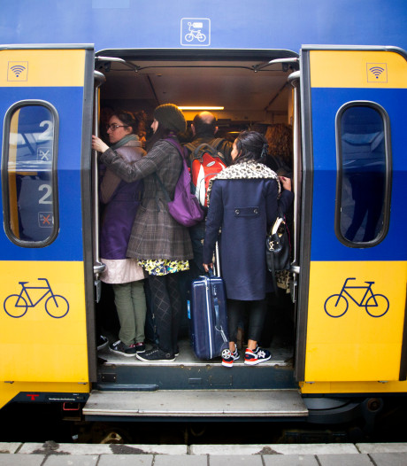 Dringen geblazen: de trein Meppel-Zwolle van 8.56 uur is een van de drukste van het land