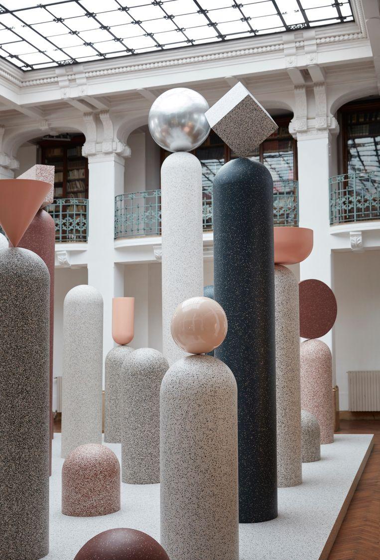 Tarkett toonde haar recyclebare iQ-vloeren in de 'Formations'-installatie ontworpen door Note Design Studio. Beeld Tarkett