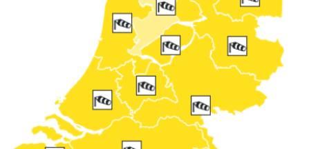 Storm Dennis raast over Brabant: vrouw overlijdt na ongeluk met rukwind, woonboot zinkt, dak Gruyterfabriek opgetild