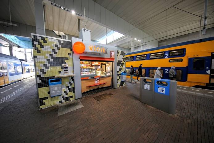 Een van de kiosken op het station. Aanvankelijk zouden de kiosken verdwijnen. Nu zijn ze gered