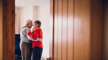 """""""Wat zijn de geheimen van koppels die gelukkig samenblijven?"""" Relatie-experte Esther Perel legt uit"""