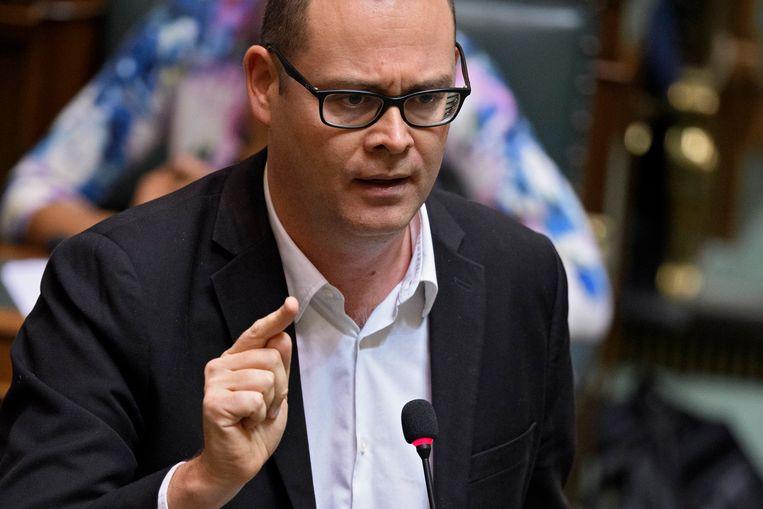 De PVDA van Raoul Hedebouw diende een amendement over extra middelen voor de aanwerving van verpleegkundigen in. Dat werd goedgekeurd met steun van Ecolo-Groen, sp.a en PS, maar ook van Vlaams Belang.