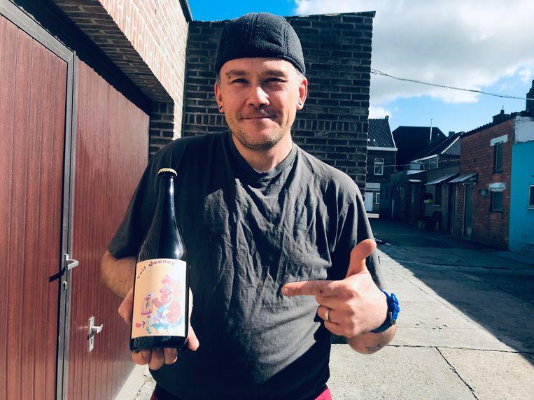 Christophe Roels met het bier Voil Jeanet.