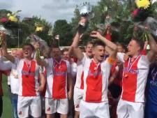 #HéScheids: Feyenoord helpt Staphorst en voetbalzangkoor Alcides