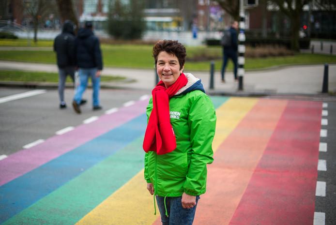 Lianne Duiven poseerde eerder dit jaar in Arnhem op het regenboogpad voor Rembrandt.
