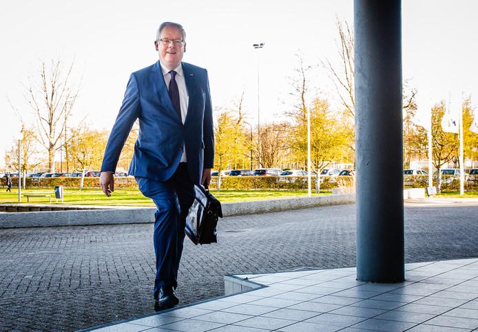 De huidige burgemeester van de Hoeksche Waard, Govert Veldhuijzen