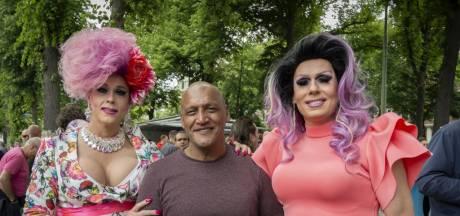 Dragqueens besmeurd met pindasaus en geweigerd door Haagse taxichauffeurs na pride