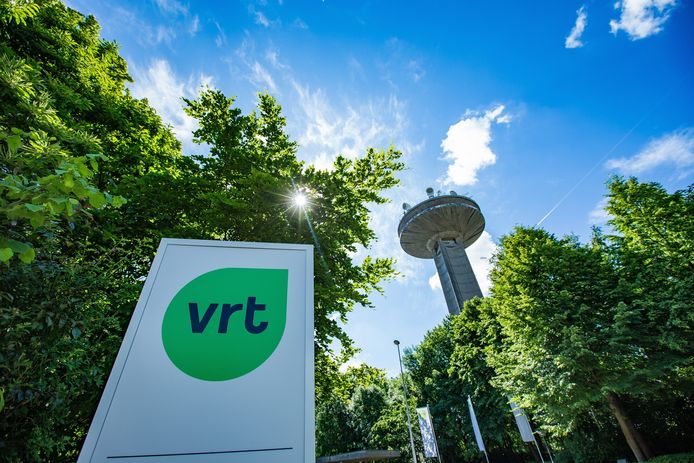 De ingang van de VRT.