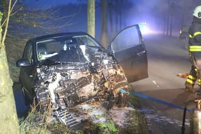 Ongeval met vier auto's op Strijpenseweg, weg afgesloten