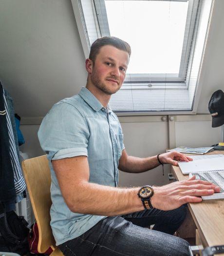 Neal (25) strijdt voor meer woningen in eigen dorp: 'Ik kan niet uitleggen hoeveel ik van Den Hoorn hou'