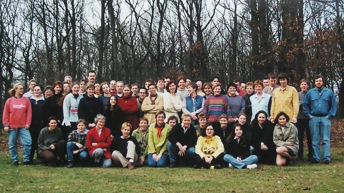 In de loop van veertig jaar zijn honderden jongeren lid geweest van Jongerenkoor Liempde; deze foto is gemaakt tijdens de viering van het 20-jarig bestaan in 1997.