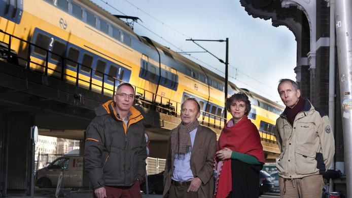 Bewoners van de Spoorsingel, v.l.n.r.: Kees Dukker, Henk Rieff, Martine Muller en Daan de Quartel.
