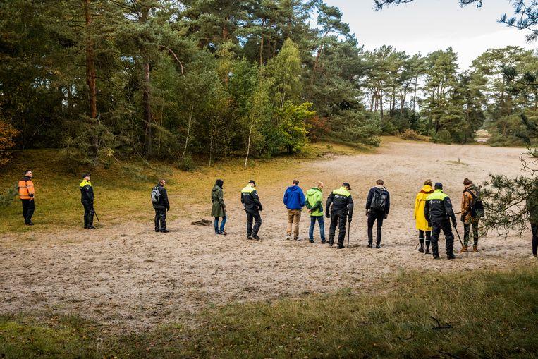 Deelnemers aan de zoektocht naar de vermiste Anne Faber in de omgeving van Soesterduinen. Faber wordt sinds 29 september vermist.  Beeld Sem van der Wal/ANP