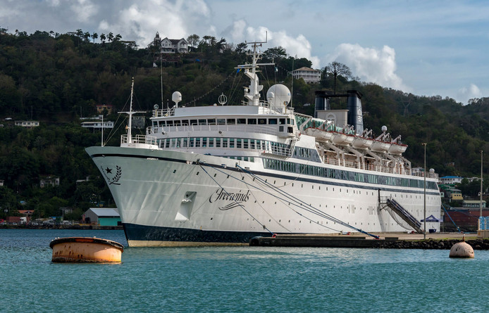 De Freewinds lag tot gisteren in de haven van Saint Lucia.