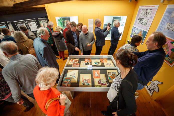 Drukte in het Nederlands Drukkerijmuseum. Hier opende zondag een expositie met werk van Marten Toonder.