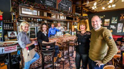 Jerry spoelt moederziel alleen aan in Nieuwpoort, twee jaar later heeft hij een lief én baat hij een café uit