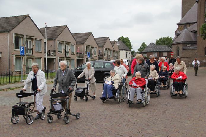 Dinsdagavond is de traditionele avondvierdaagse van Gasthuis St. Jan de Deo in Millingen van start gegaan.