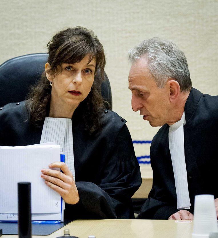 De rechters B. Mildner (L) en F. Wieland voorafgaand aan de pro forma zitting van de strafzaak tegen Willem Holleeder. Beeld anp