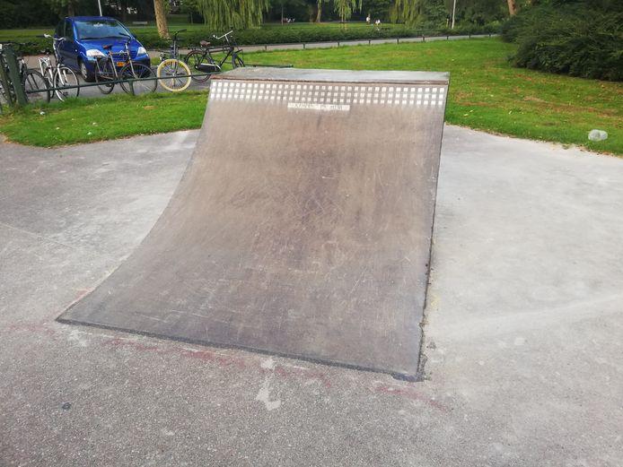 De skaters hebben zelf een vervangende quarter gebouwd. Het bouwwerk wordt tijdens de sluiting verwijderd.