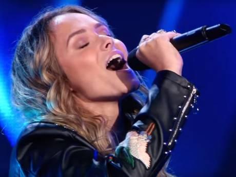 Juryleden The Voice strijden om mooie Demi (19)