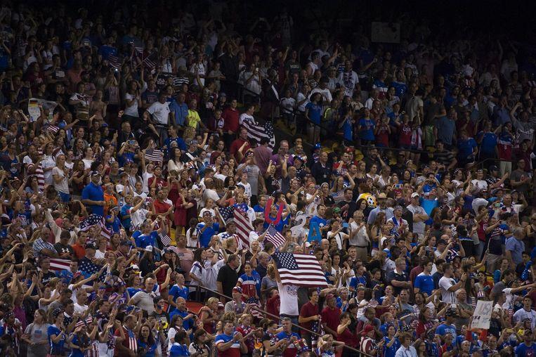 Supporters van de damesploeg van de Verenigde Staten tijdens een WK-match