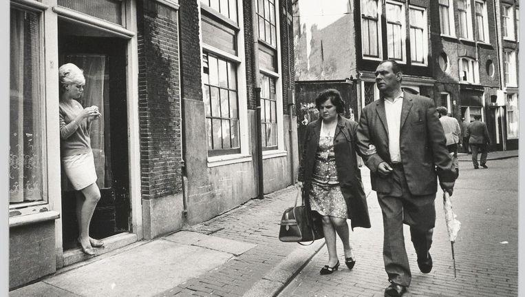 Prostitutie op het Oude Kerkplein, 1969 Beeld Cor Jaring