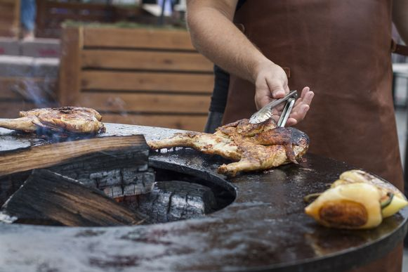 De favoriete barbecue van Peter De Clercq is een vuurschaal, zoals die van het merk OFYR.