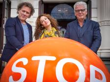 Jan Slagter bezoekt stoptoberhuis in Vinkeveen