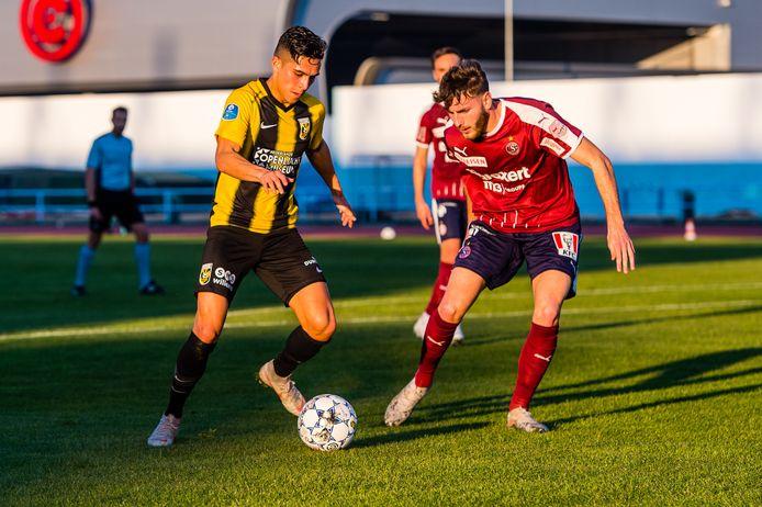 Navarone Foor staat onder Edward Sturing in de basis bij Vitesse, zoals hier op het trainingskamp in Portugal tegen Servette Genève.