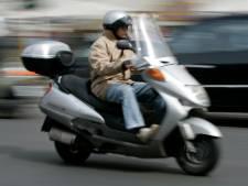Scooterrijdster breekt hand 8-jarige jongen