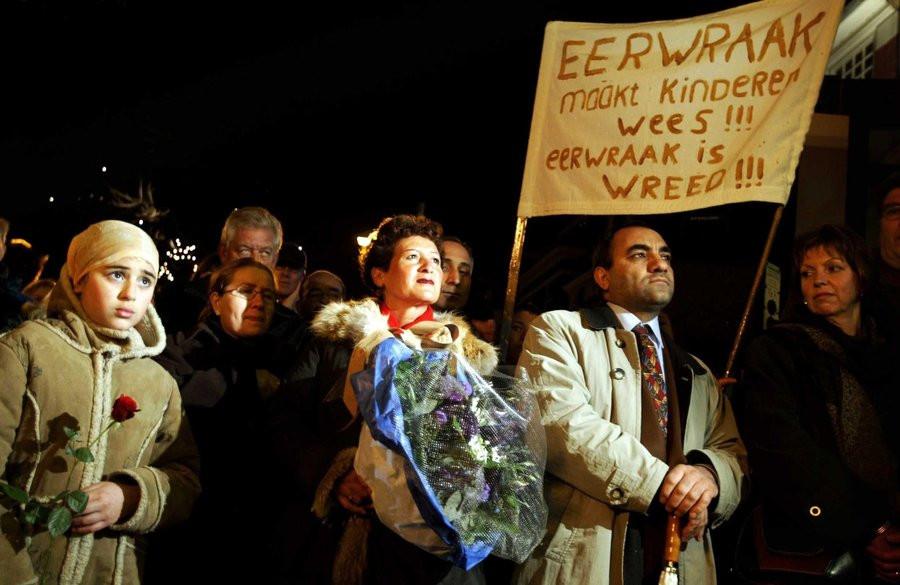 Een demonstratie in Zaandam tegen eerwraak, 2004.