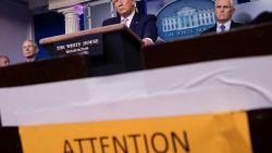 New Yorkers nu verplicht om mondkapjes te dragen, Trump geeft voorkeur aan sjaals