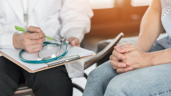 Plus d'un cinquième des malades de longue durée (22%) au cours des 12 derniers mois estiment qu'ils étaient malgré tout en état de travailler durant leur absence, et près de la moitié d'entre eux (45%) aurait voulu le faire ressort-il de l'étude du gestionnaire en ressources humaines.